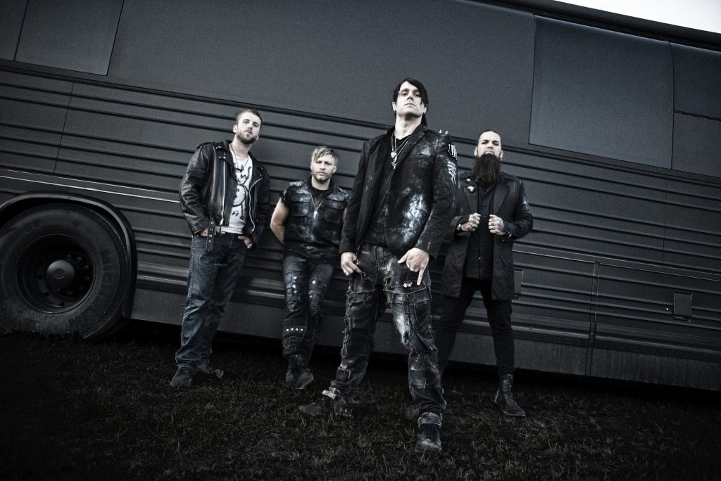 Three Days Grace kommen